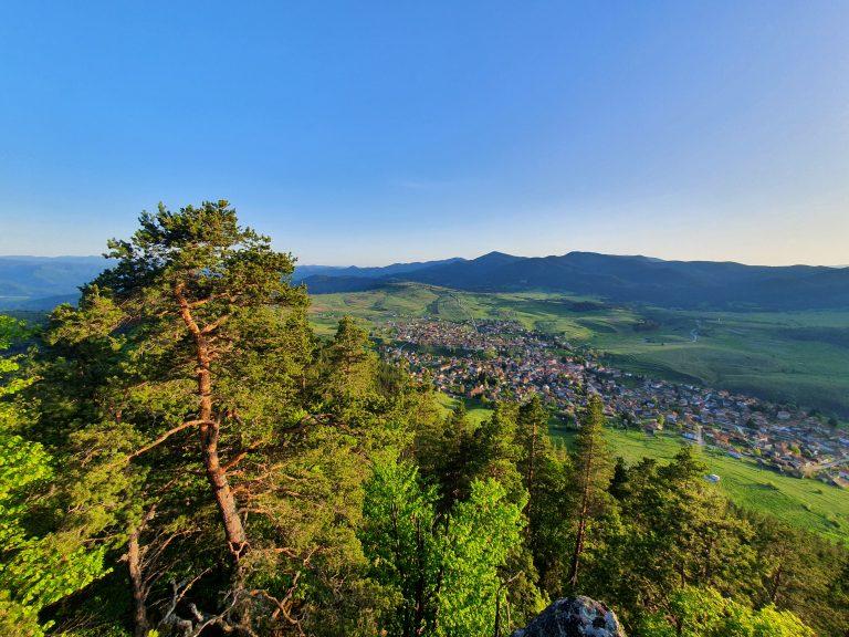 Поглед от връх Света неделя до Равногор