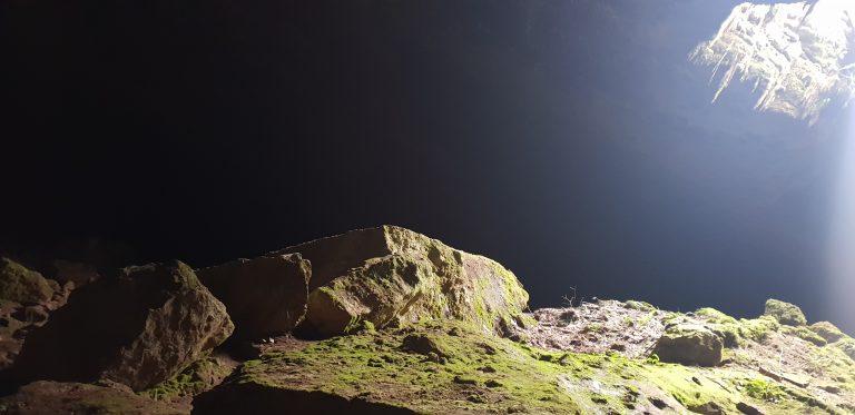 Вътре в пещера Стълбица