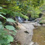 Гледка към водопада до Храбрино