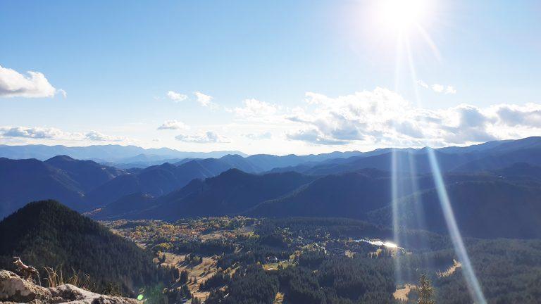 Гледка от Орфееви скали над Смолянските езера