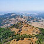 Гледка към връх Малка Драгойна от пътеката към Голяма Драгойна