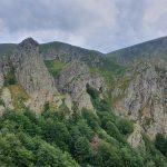 Гледка към пещера близо до връх Марагидик
