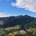 Гледка към кулата на връх Снежанка от екопътека Невястата